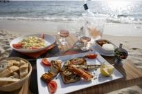 Il pranzo di Ferragosto al mare, barbecue di pesce e verdure