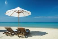 Picnic sotto l\'ombrellone, cibi in e cibi out in spiaggia